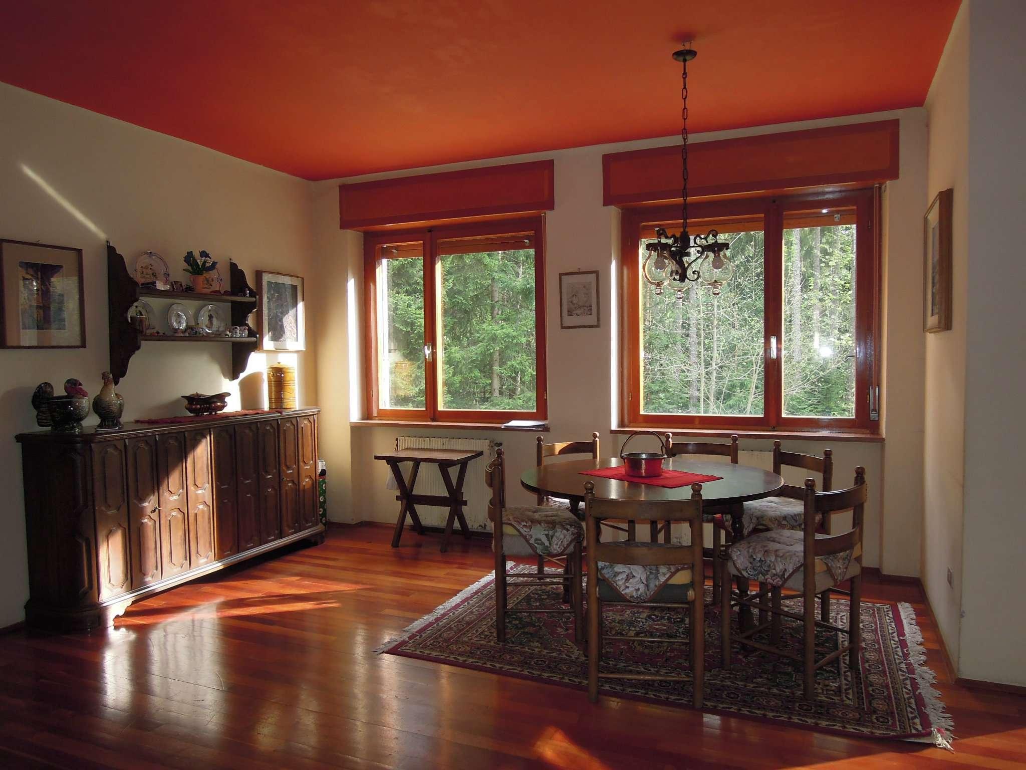 Villa in discrete condizioni parzialmente arredato in vendita Rif. 5108001
