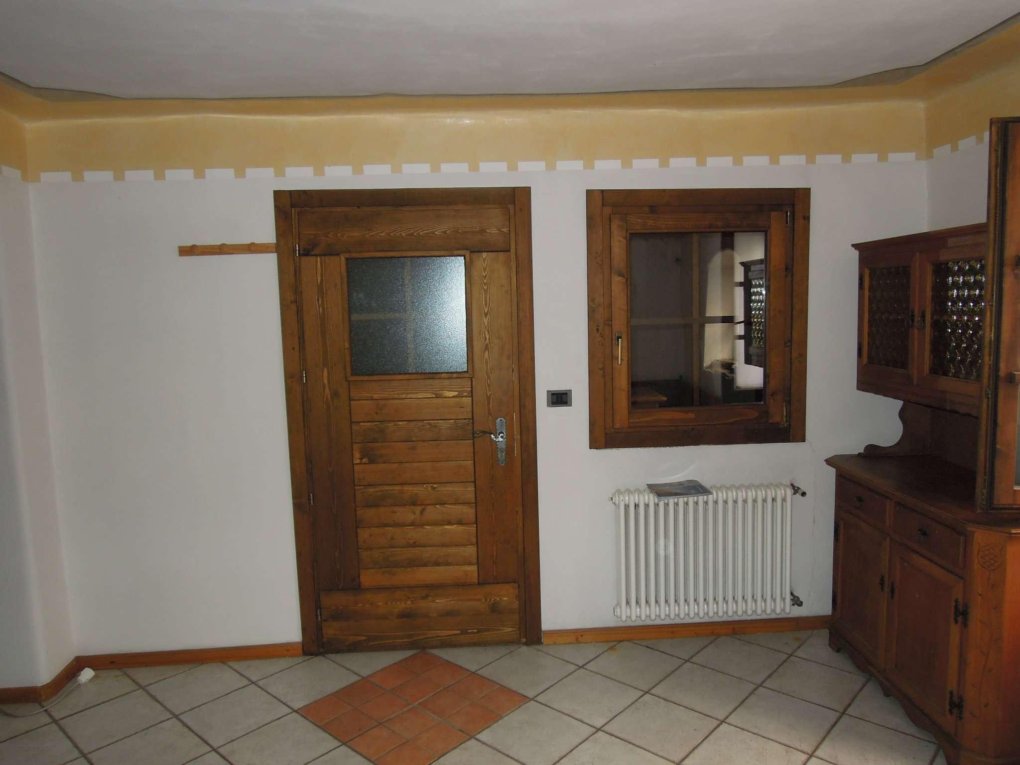 Appartamento in buone condizioni arredato in vendita Rif. 5108004