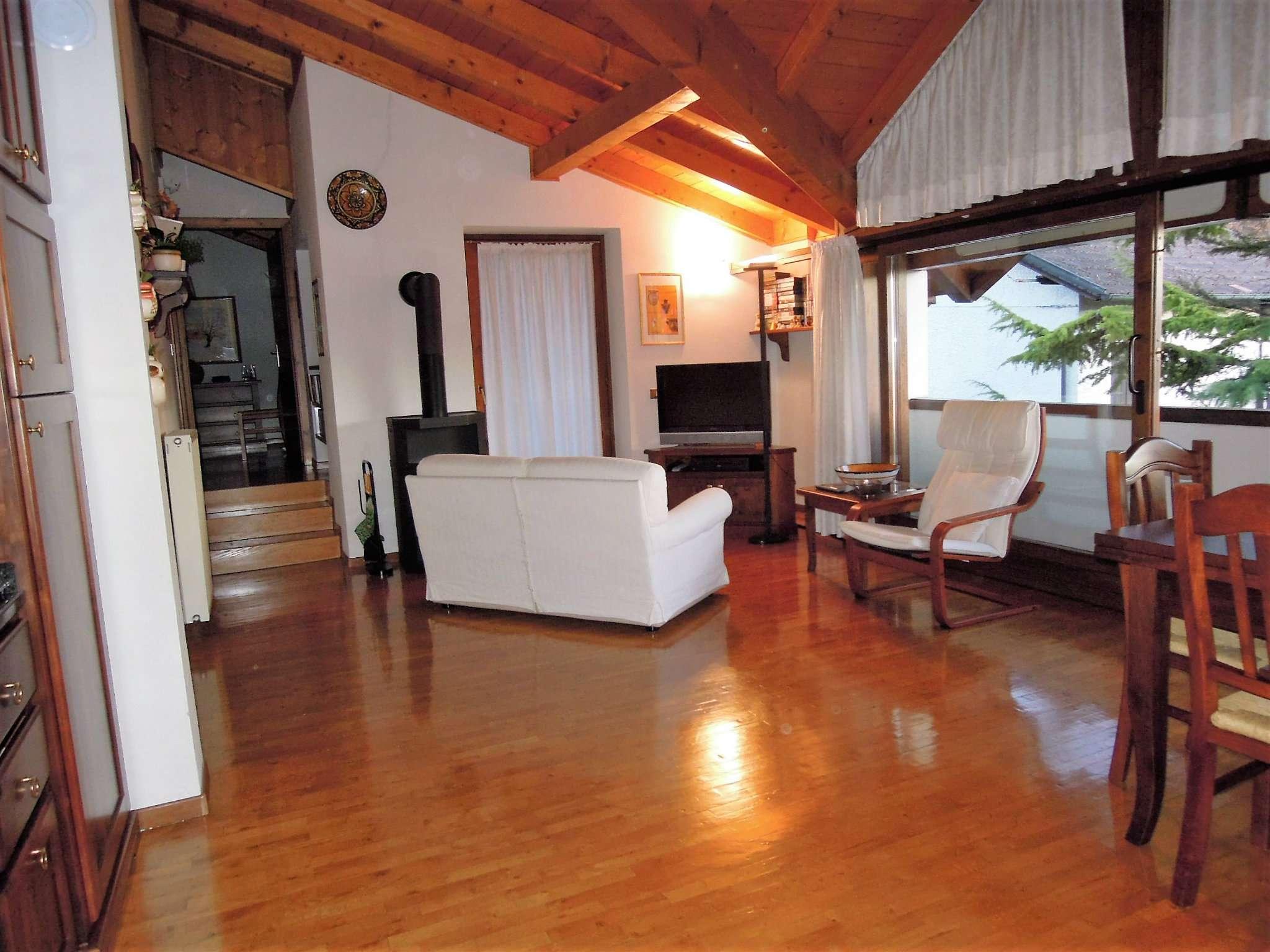 Appartamento in ottime condizioni arredato in vendita Rif. 5108016