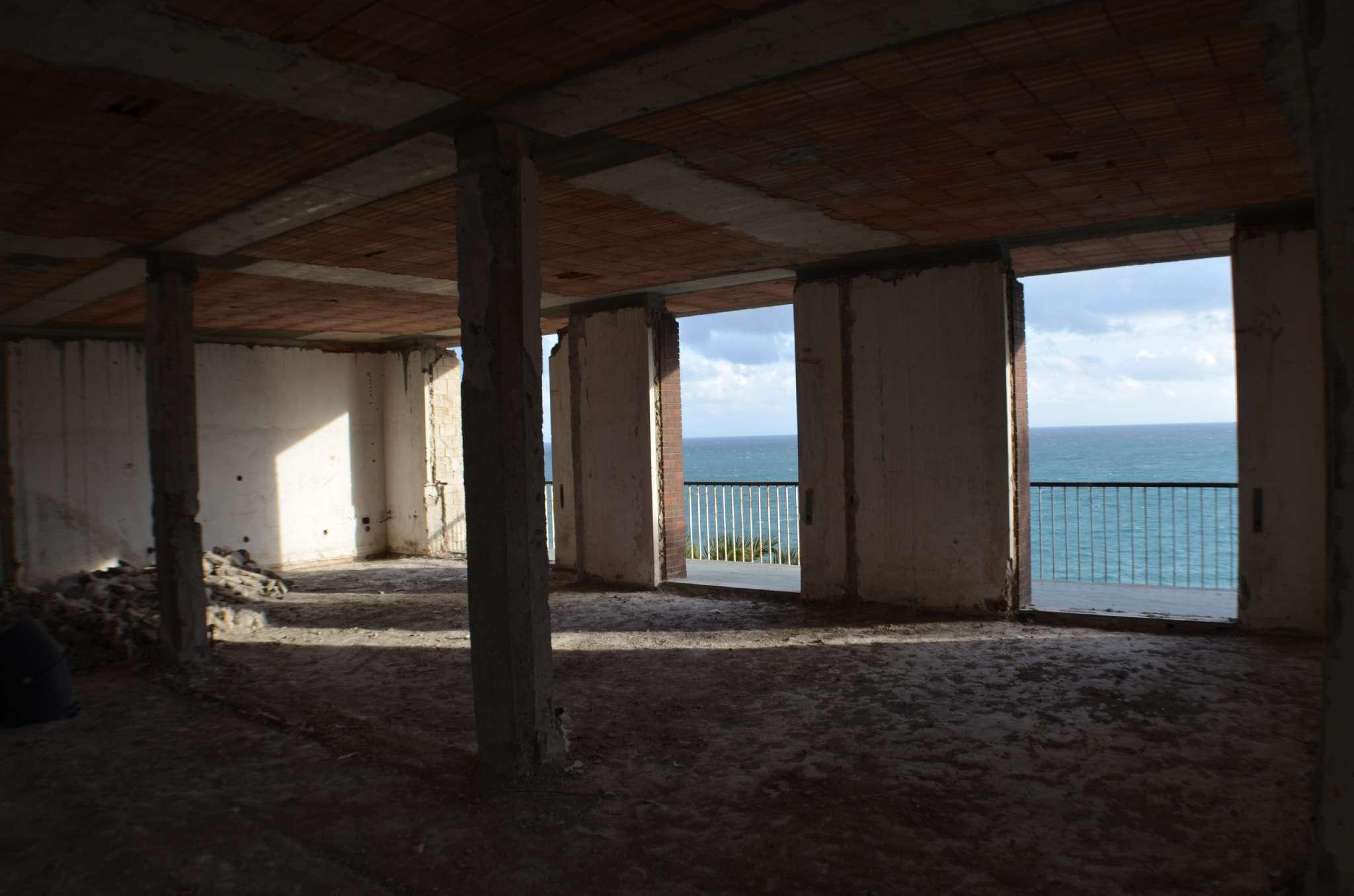 Vendesi Appartamento a Albisola Superiore