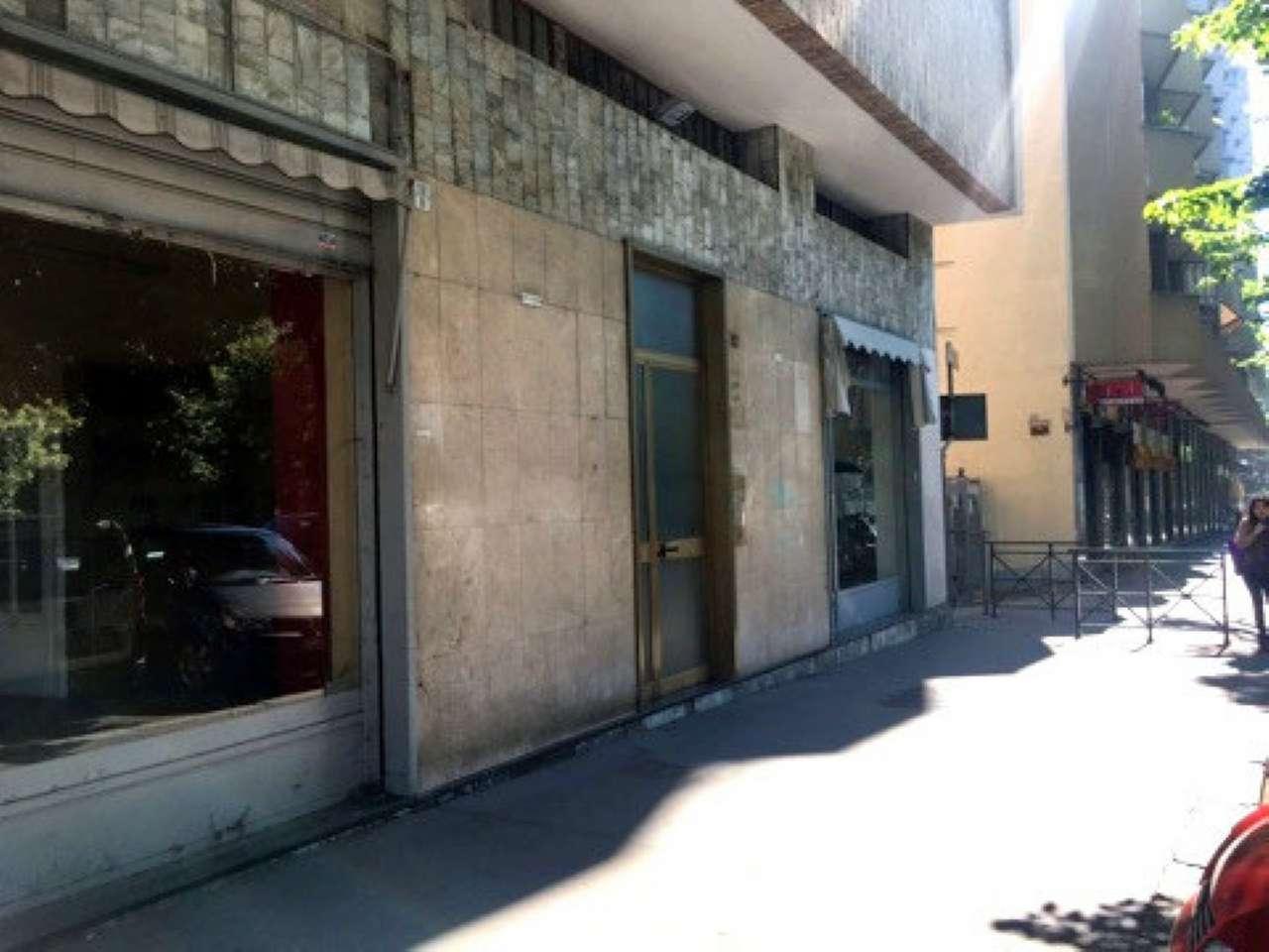 Immagine immobiliare VENDESI NEGOZIO ADIACENTE VIA MONTANARO PREZZO DI AFFARE Via Spontini 4C, quasi angolo via Montanaro, vendiamo negozio parzielmente da ristrutturare di 34 mq, 1 vetrina, locale unico, 1 bagno, doppi ingressi anche dal cortile con...