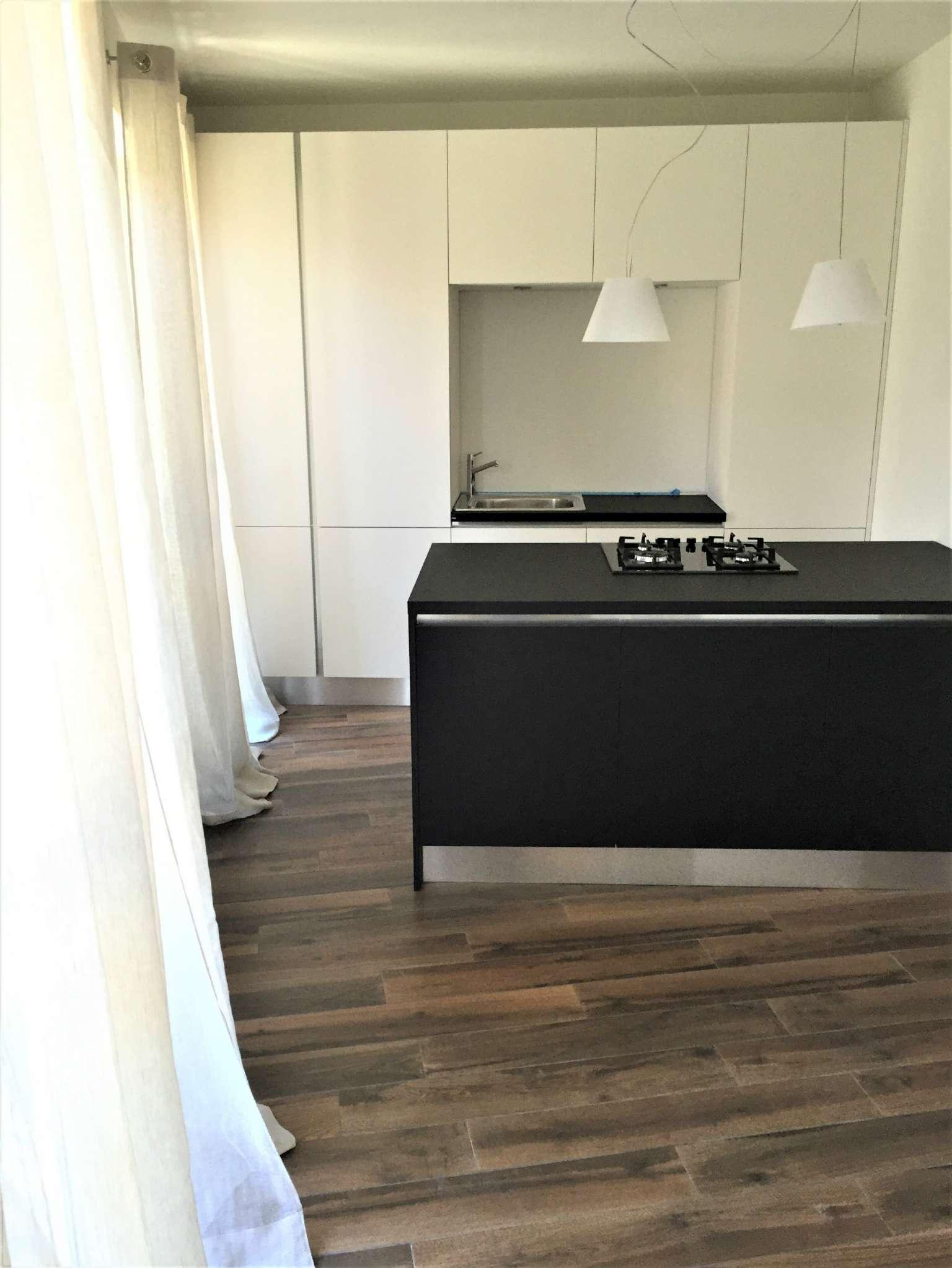 Appartamento parzialmente arredato in affitto Rif. 8594869