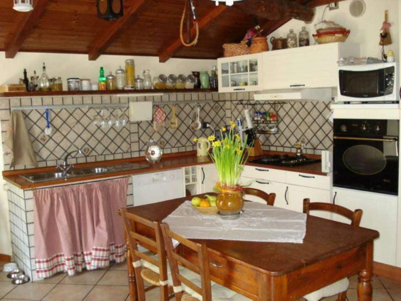 Appartamento in vendita a Casarza Ligure, 7 locali, prezzo € 230.000 | CambioCasa.it