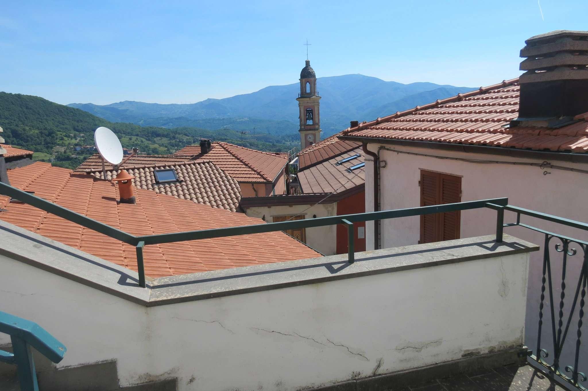 Palazzo / Stabile in Vendita a Maissana