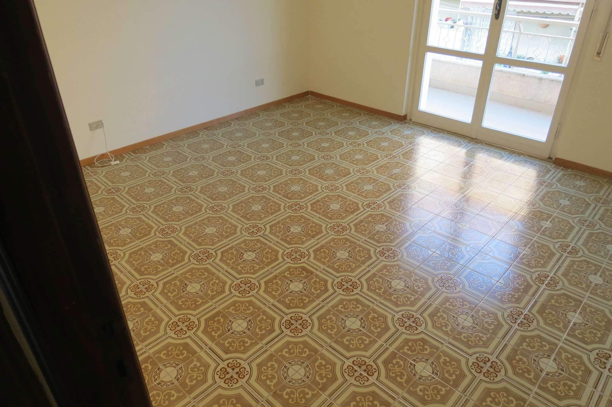 Appartamento in discrete condizioni in vendita Rif. 7770930