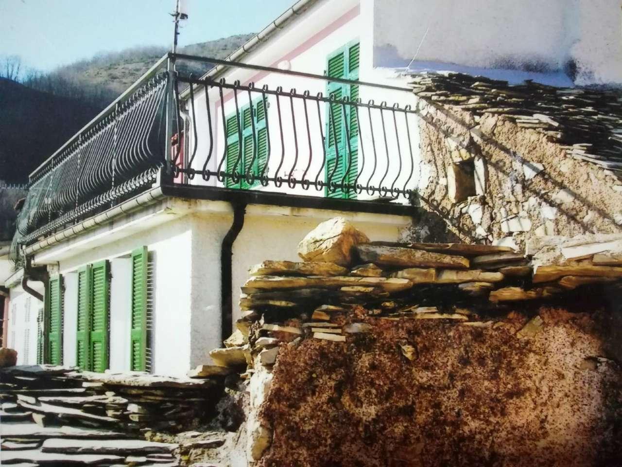 Appartamento in vendita a Maissana, 3 locali, prezzo € 27.000 | CambioCasa.it