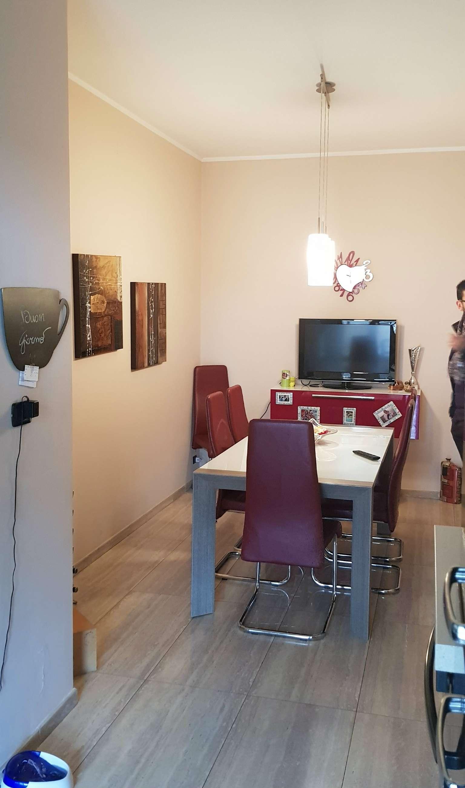 Appartamento ristrutturato parzialmente arredato in affitto Rif. 8647921