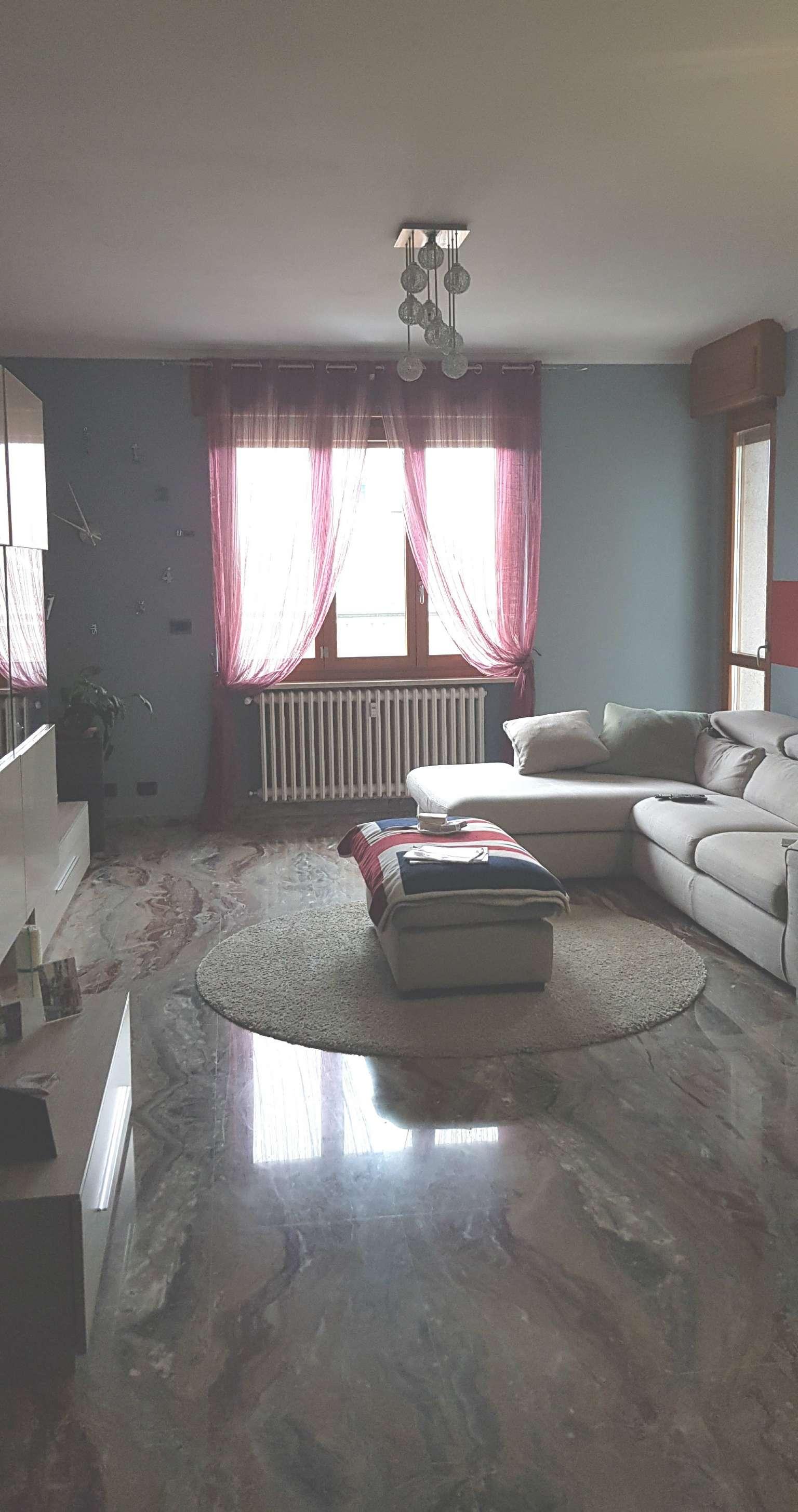 Appartamento in affitto a Ciriè, 4 locali, prezzo € 700 | CambioCasa.it