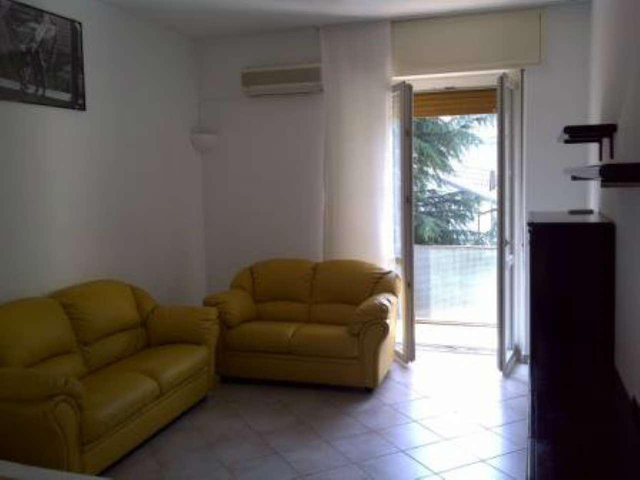 Appartamento in buone condizioni arredato in affitto Rif. 7736295