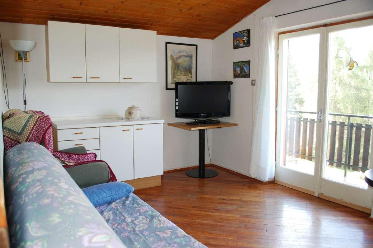 Appartamento da ristrutturare parzialmente arredato in vendita Rif. 5117067