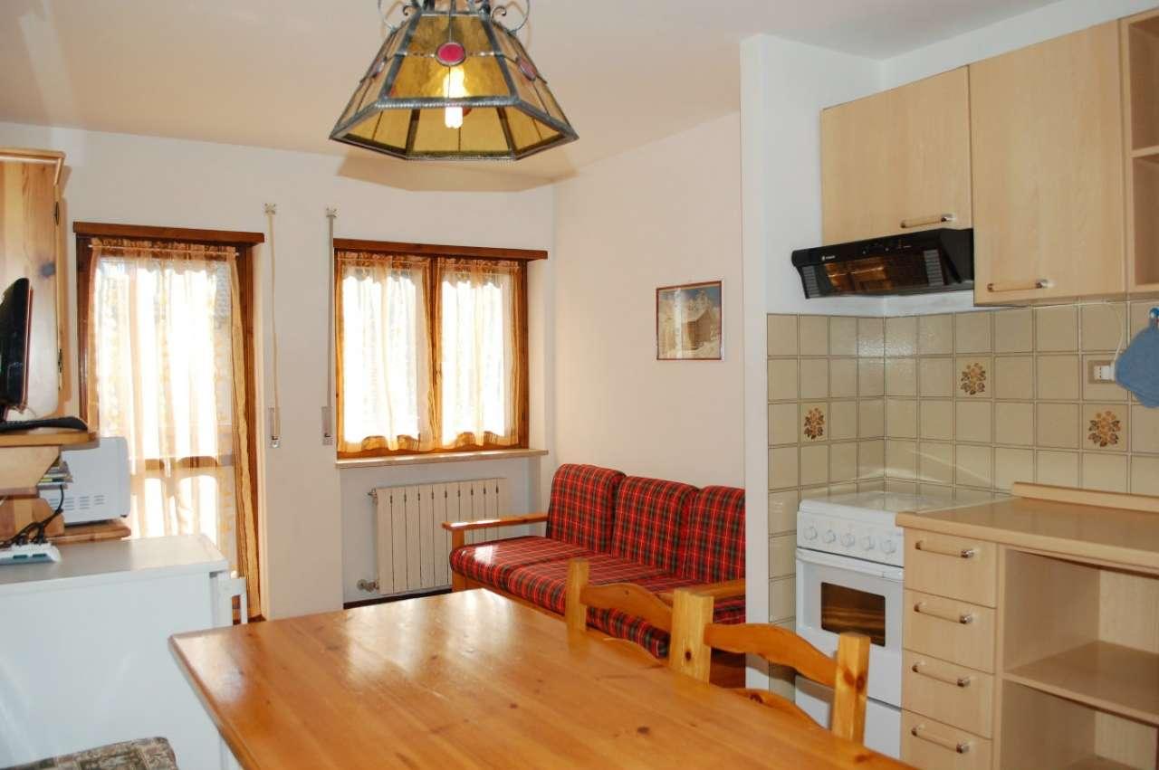 Appartamento in discrete condizioni parzialmente arredato in vendita Rif. 5117092
