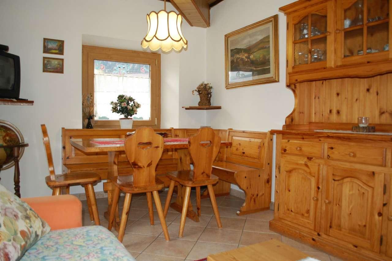 Appartamento in buone condizioni parzialmente arredato in vendita Rif. 5595835