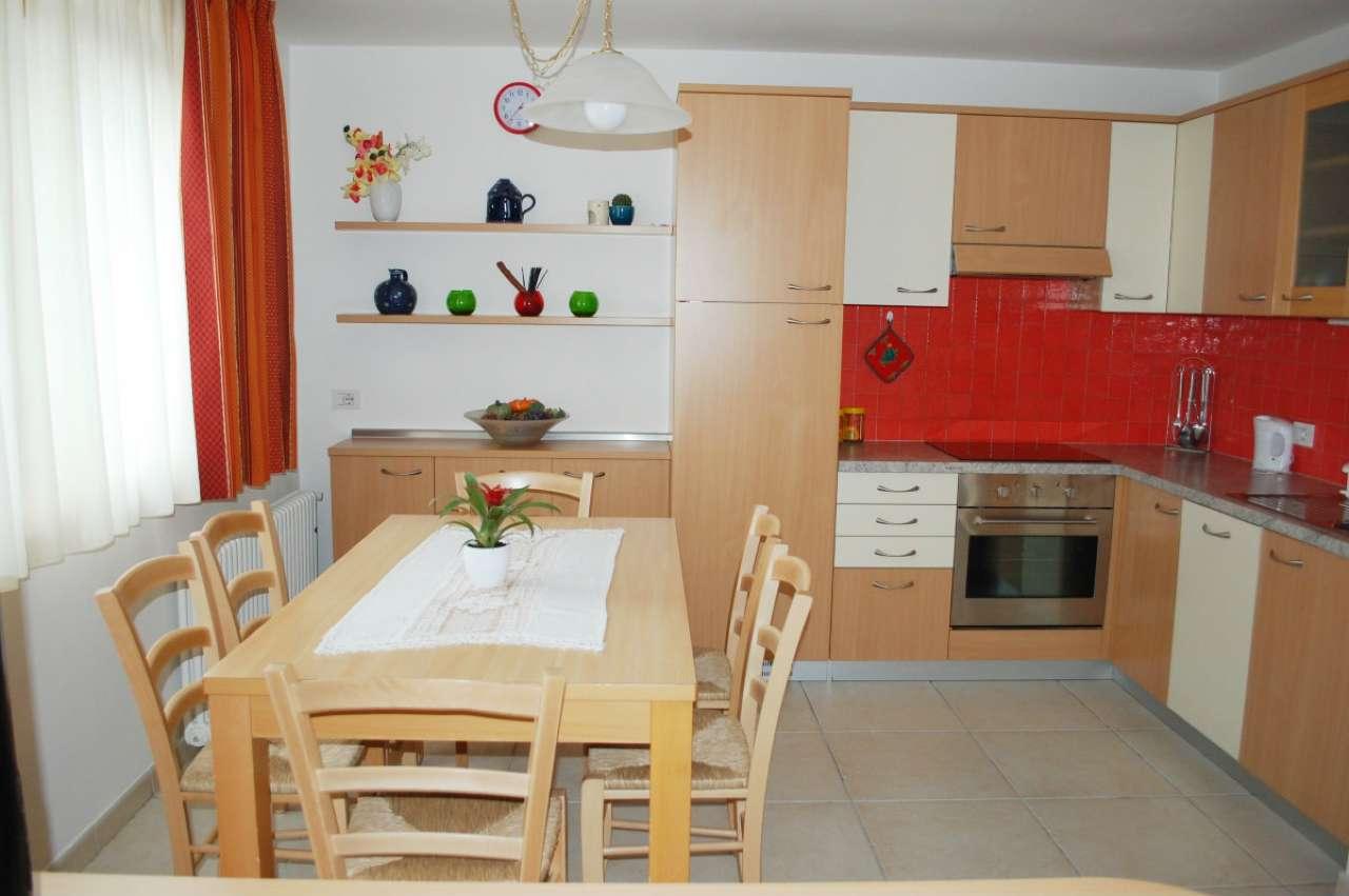 Appartamento in ottime condizioni arredato in vendita Rif. 5852916