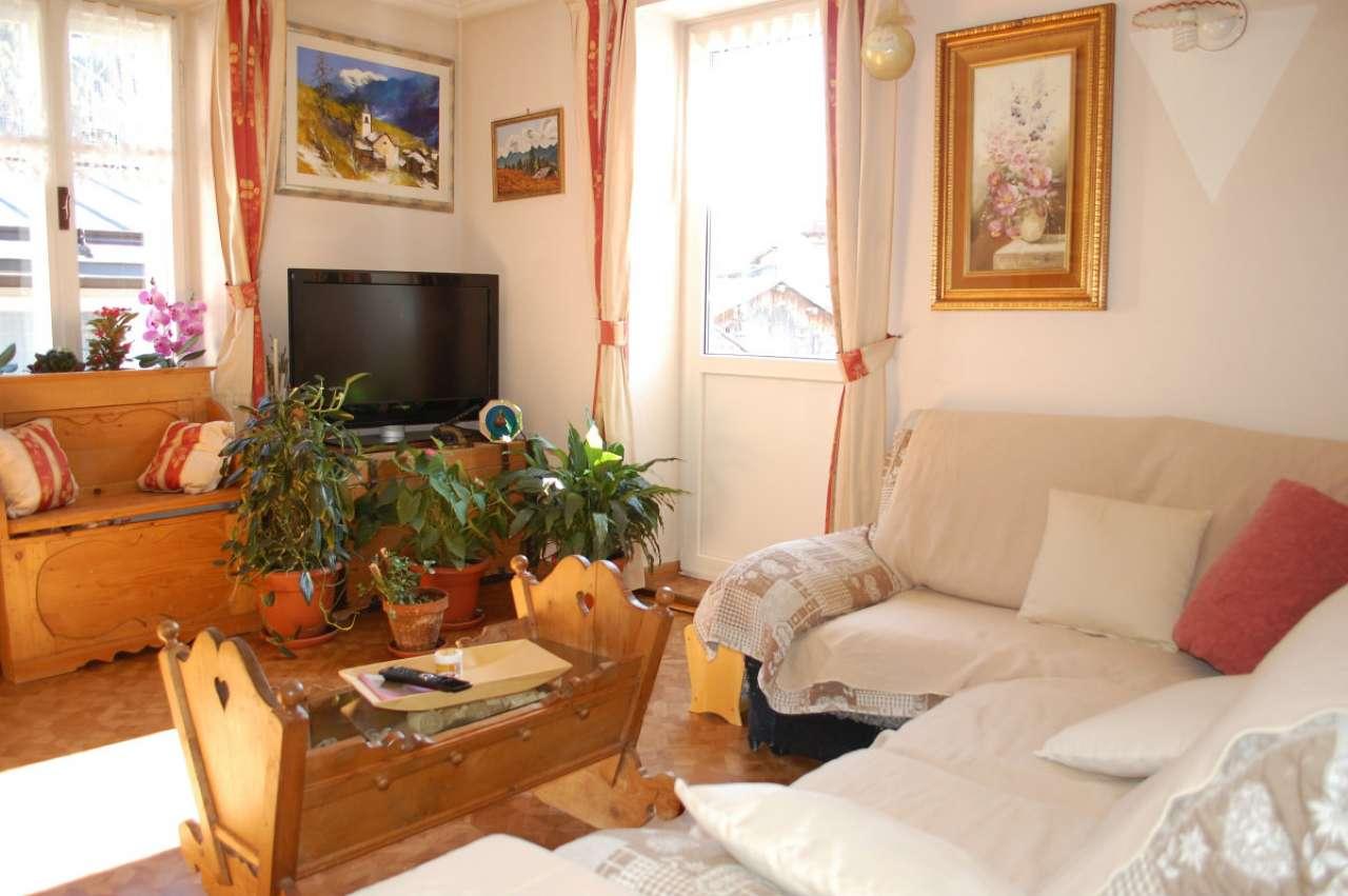 Appartamento in buone condizioni arredato in vendita Rif. 5751833