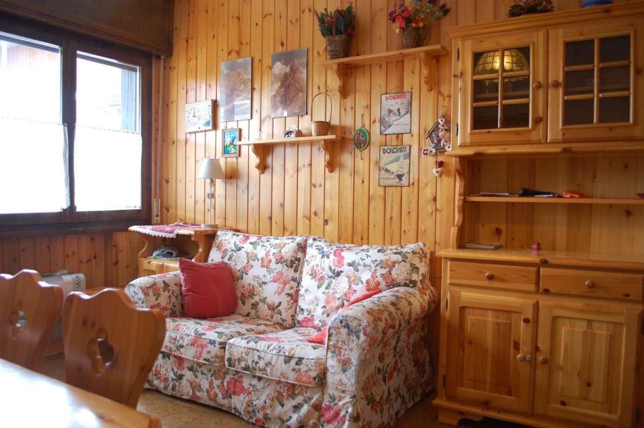 Appartamento in buone condizioni arredato in vendita Rif. 5595834