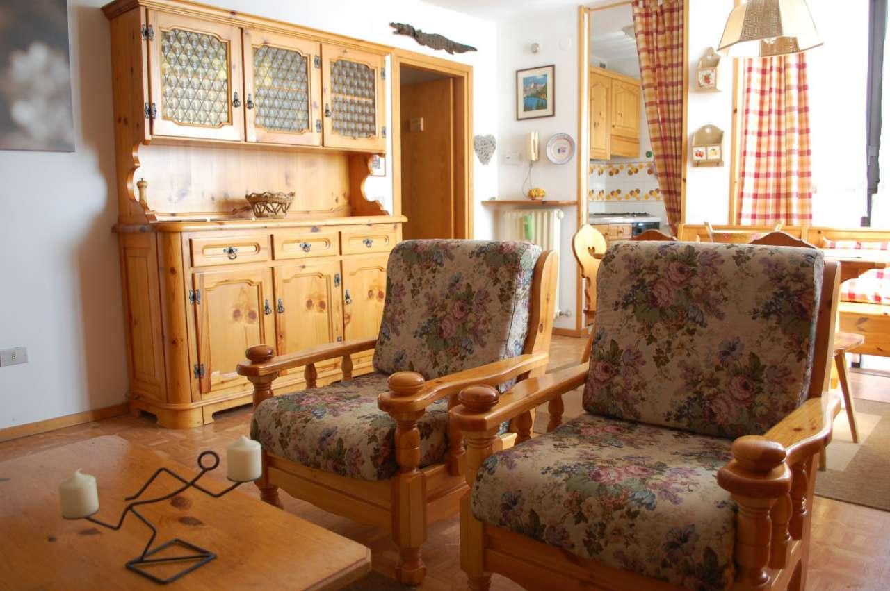 Appartamento in buone condizioni arredato in vendita Rif. 6479785