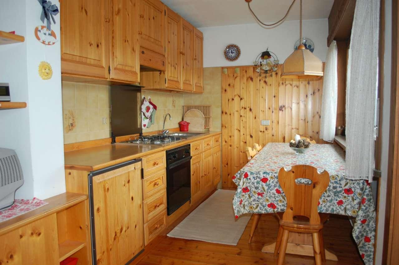 Appartamento in buone condizioni arredato in vendita Rif. 6666041