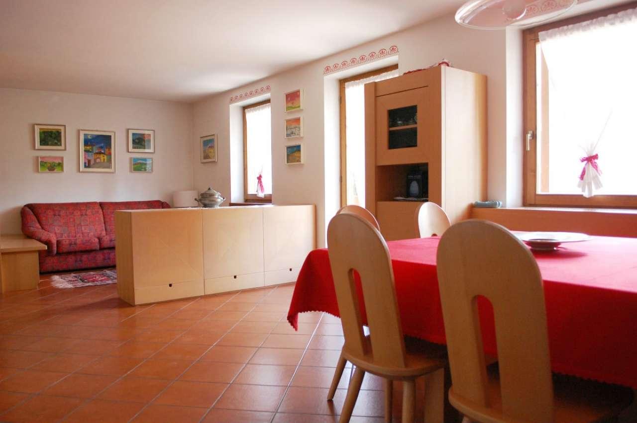 Appartamento in ottime condizioni arredato in vendita Rif. 6700085