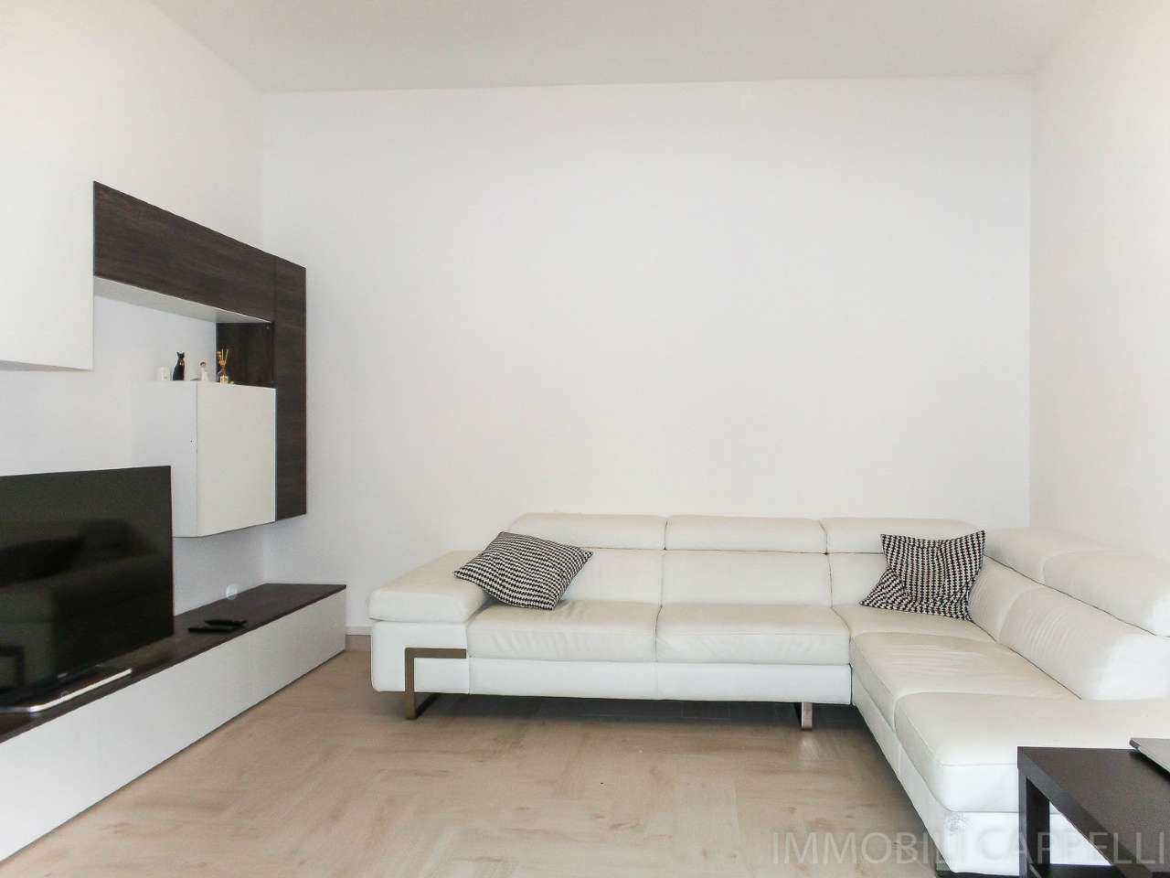 Appartamento ristrutturato parzialmente arredato in vendita Rif. 8522753