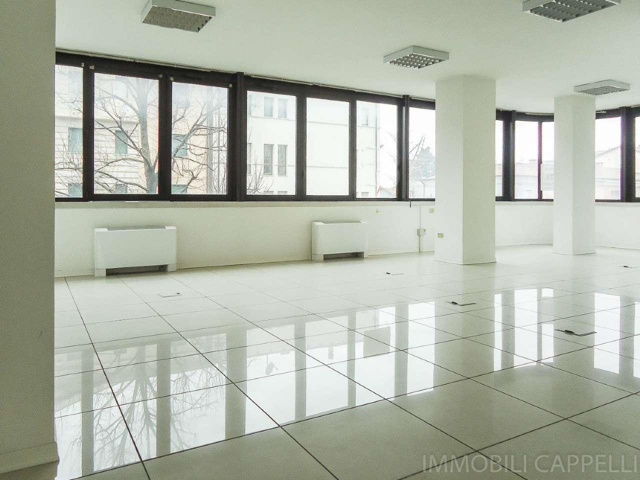Ufficio / Studio in affitto a Cesena, 4 locali, prezzo € 1.300 | CambioCasa.it