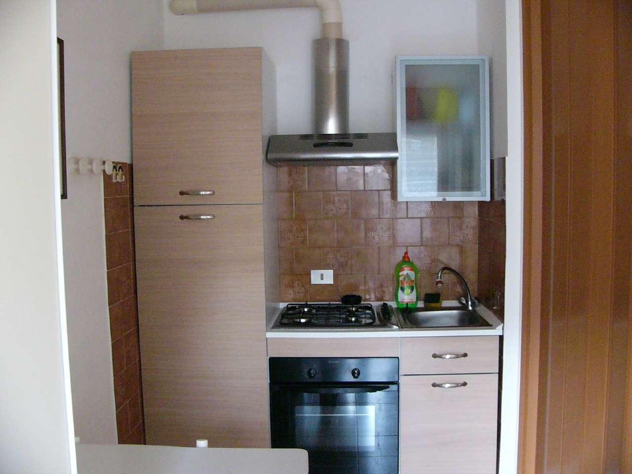 Appartamento in buone condizioni arredato in vendita Rif. 9196363