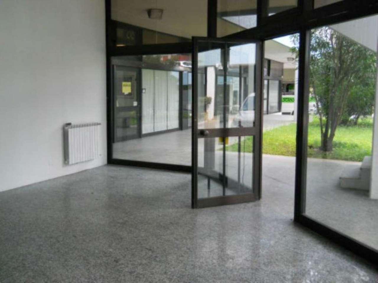 Negozio / Locale in affitto a Rezzato, 9999 locali, prezzo € 500 | CambioCasa.it