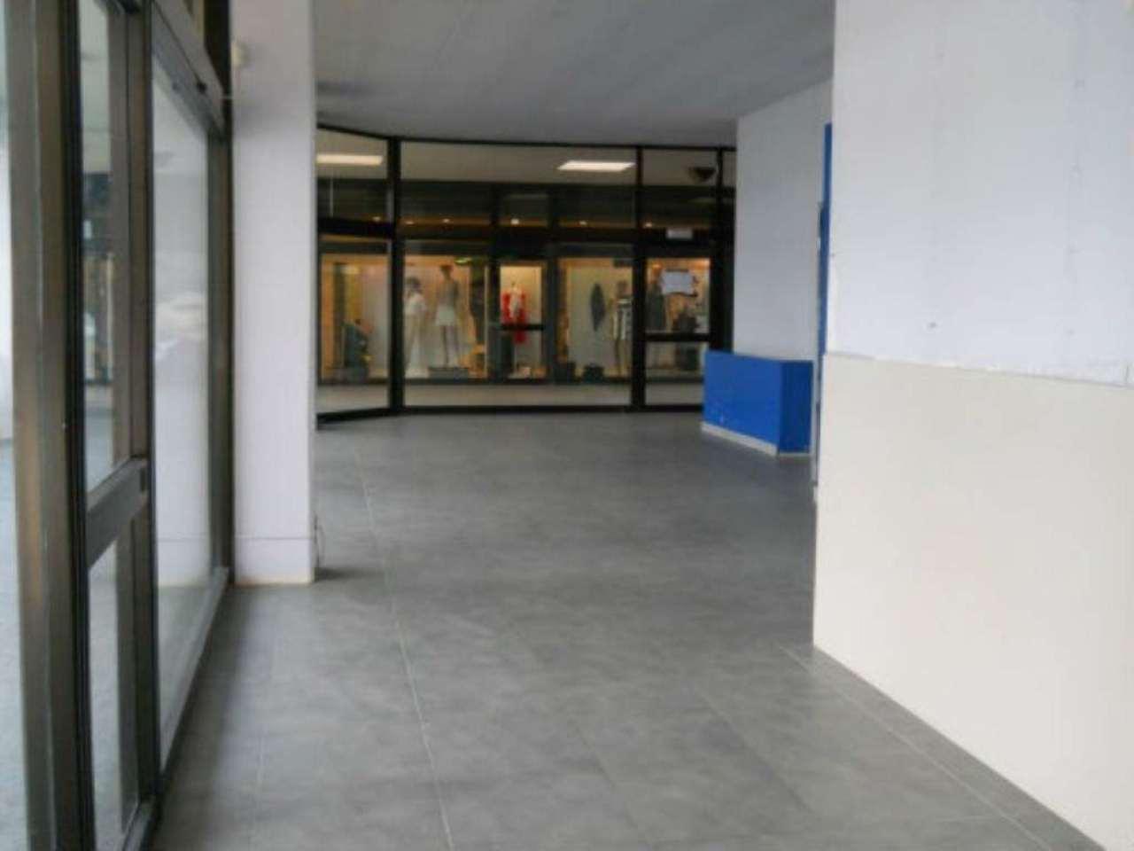 Negozio / Locale in affitto a Rezzato, 9999 locali, prezzo € 800 | CambioCasa.it
