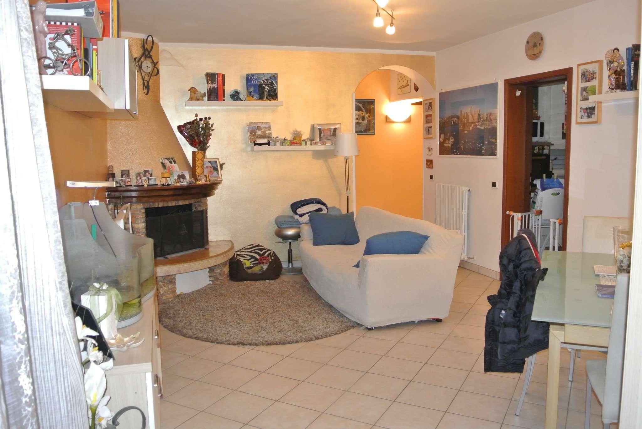 Appartamento ristrutturato parzialmente arredato in vendita Rif. 8679068
