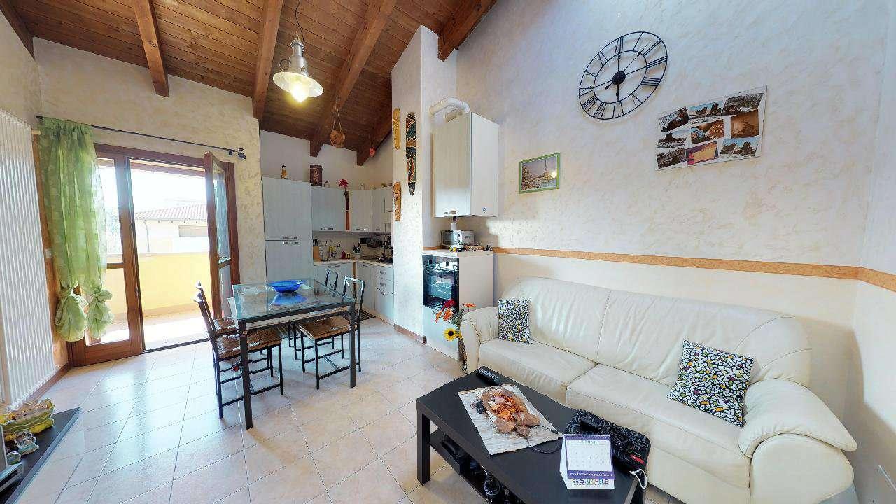 Appartamento in buone condizioni parzialmente arredato in vendita Rif. 8679069