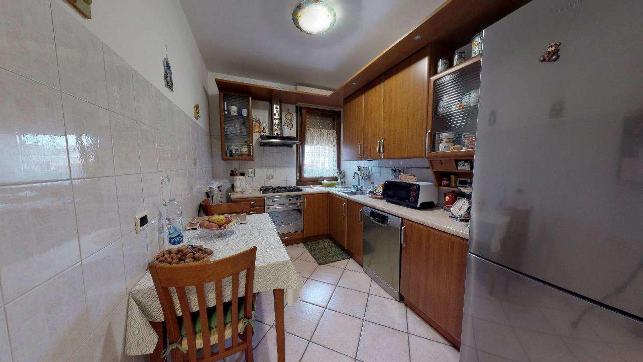 Appartamento in ottime condizioni in vendita Rif. 8805643