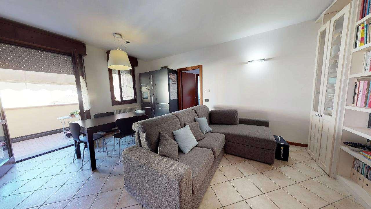 Medicina  Luminoso appartamento con tre camere ad.Ze Scuole Zanardi