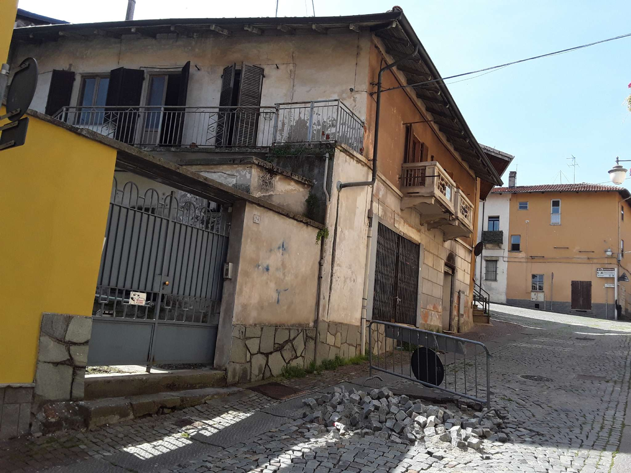 Rustico / Casale in vendita a Alpignano, 7 locali, prezzo € 100.000 | CambioCasa.it