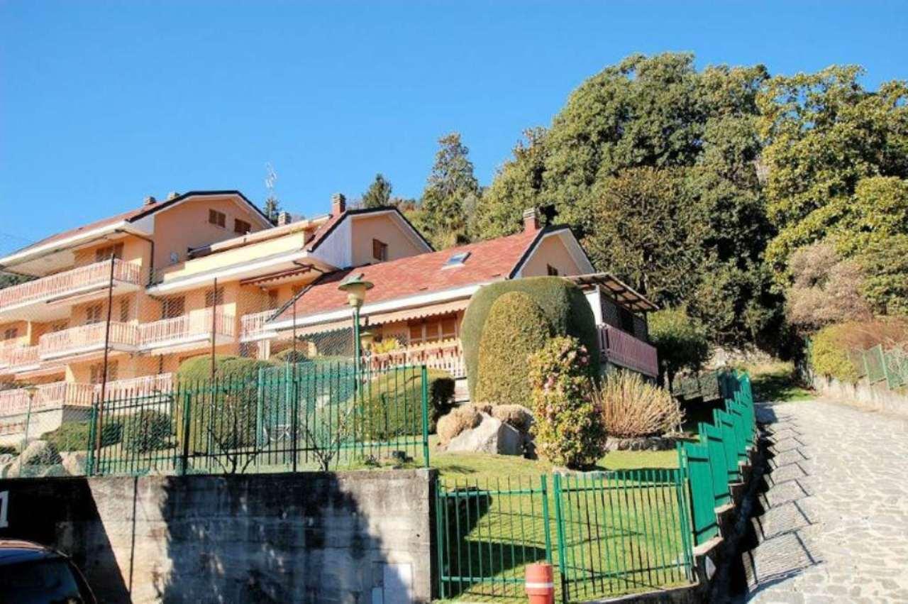 Lago Maggiore vendita appartamento vista lago con piscina