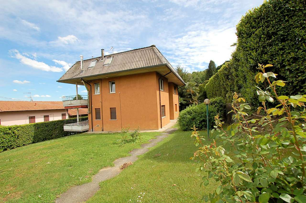 Lago Maggiore Meina vendita appartamento arredato