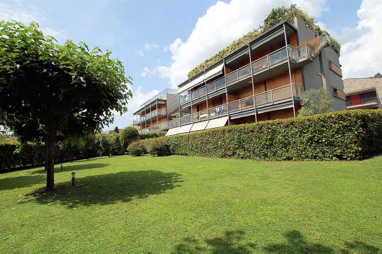 Lago Maggiore Arona vendita attico con terrazzo
