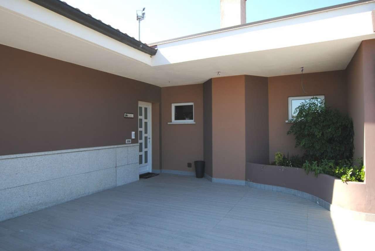 Villa in vendita a Suno, 7 locali, prezzo € 870.000 | PortaleAgenzieImmobiliari.it