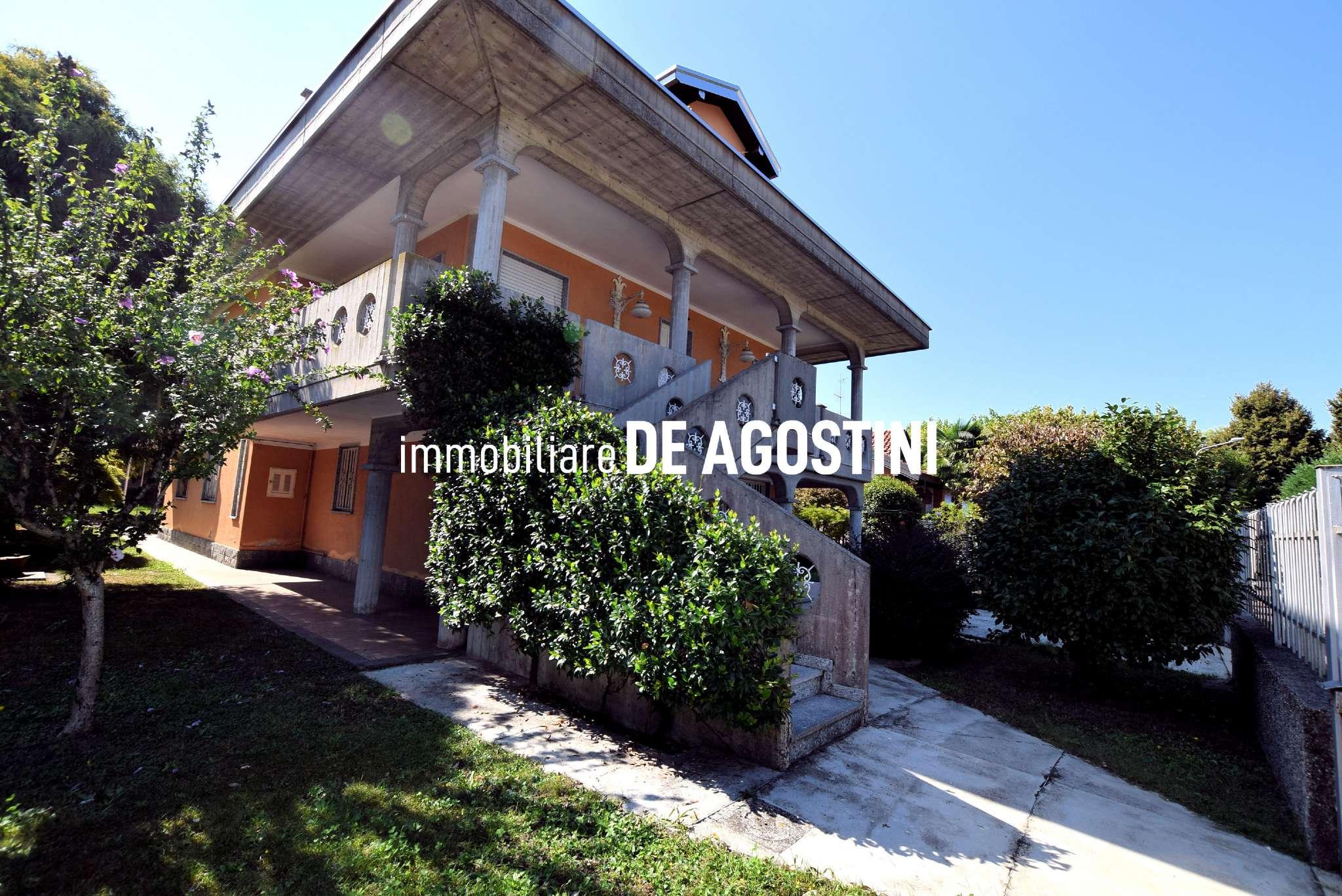 Villa in vendita a Arona, 12 locali, prezzo € 370.000 | PortaleAgenzieImmobiliari.it