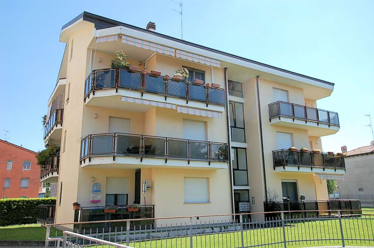 Appartamento in affitto a Arona, 2 locali, prezzo € 450 | CambioCasa.it