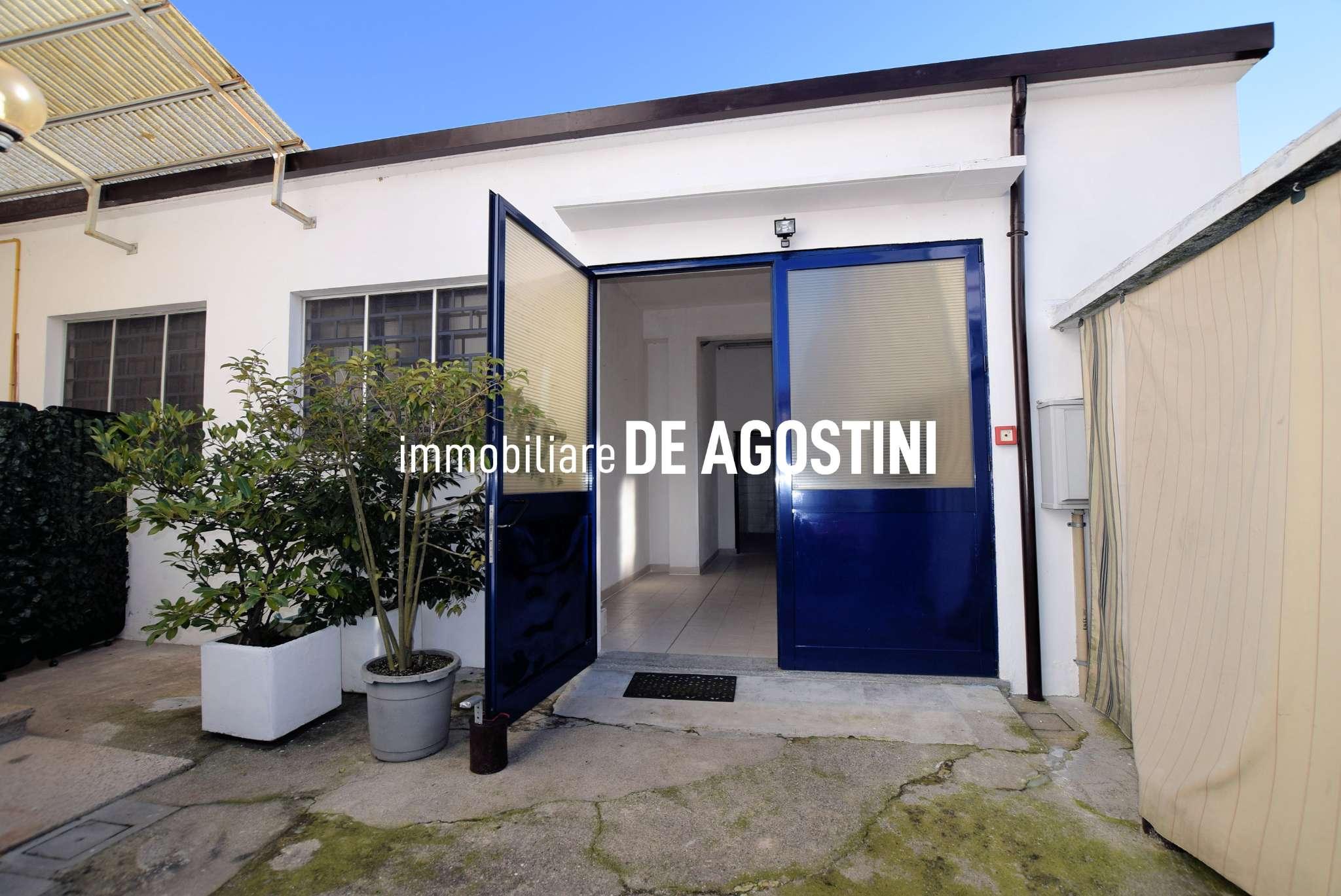 Laboratorio in affitto a Arona, 3 locali, prezzo € 800 | CambioCasa.it