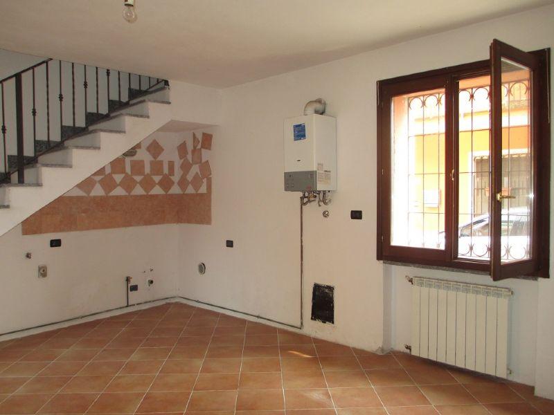 Soluzione Indipendente in affitto a Cappella Cantone, 2 locali, prezzo € 300 | CambioCasa.it