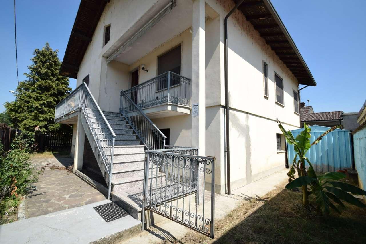 Villa in vendita a Castello d'Agogna, 8 locali, prezzo € 120.000 | CambioCasa.it