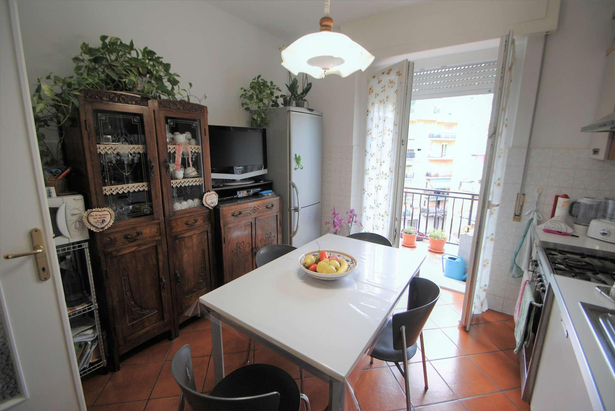Appartamento in buone condizioni parzialmente arredato in vendita Rif. 8189911