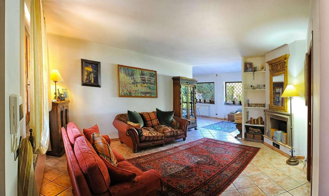 Villa Bifamiliare in vendita a Rocca di Papa, 6 locali, prezzo € 345.000   CambioCasa.it