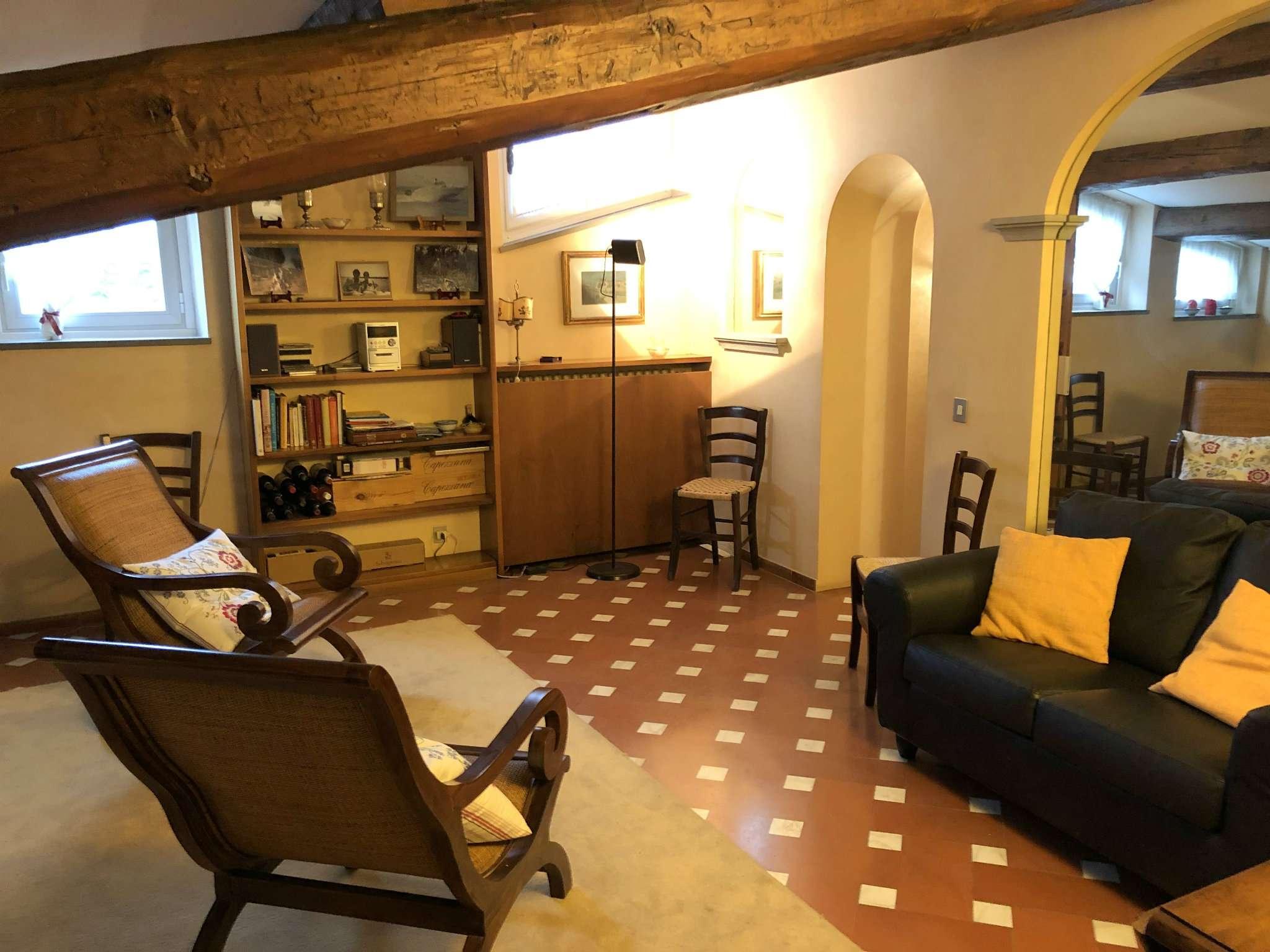 Appartamento in buone condizioni parzialmente arredato in vendita Rif. 9087516