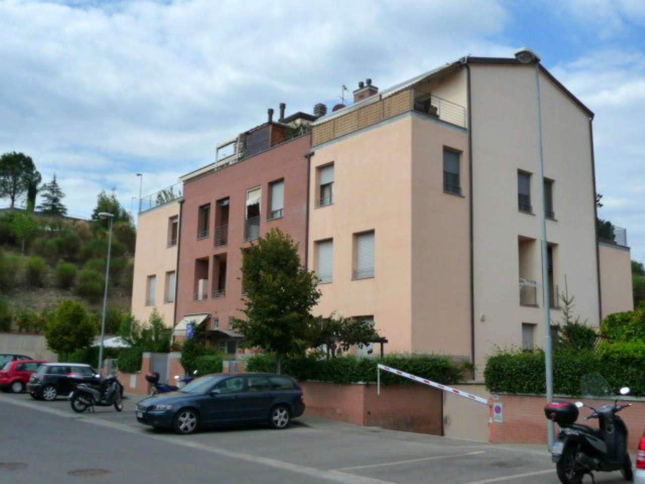 Appartamento in buone condizioni in affitto Rif. 9196408