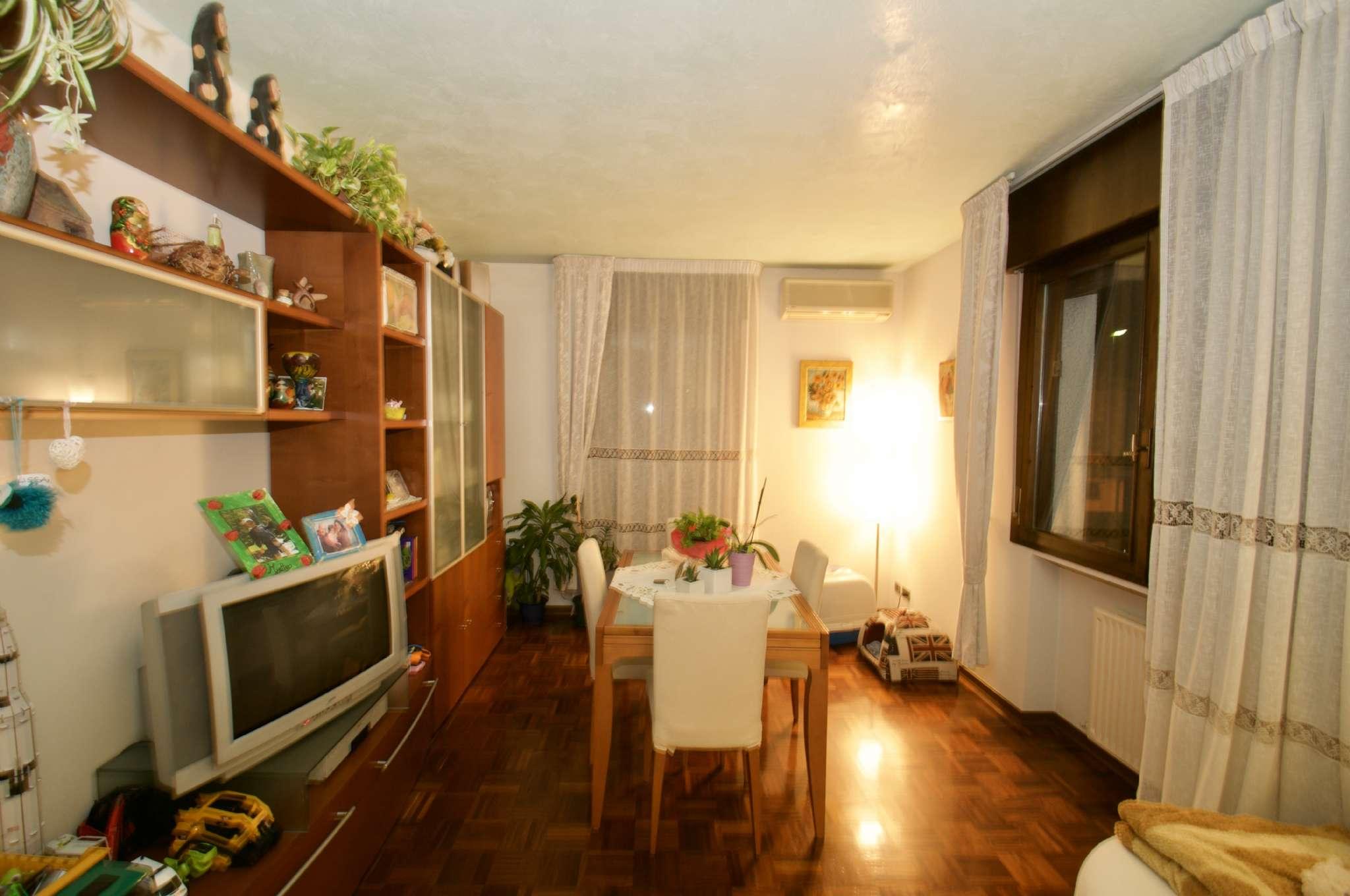 Appartamento in buone condizioni in vendita Rif. 7860527