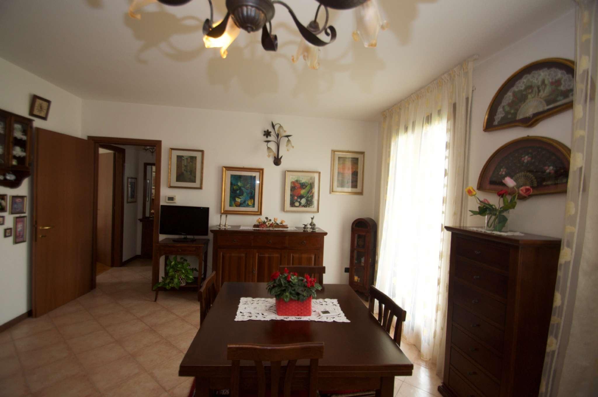 Appartamento in ottime condizioni parzialmente arredato in vendita Rif. 7860528