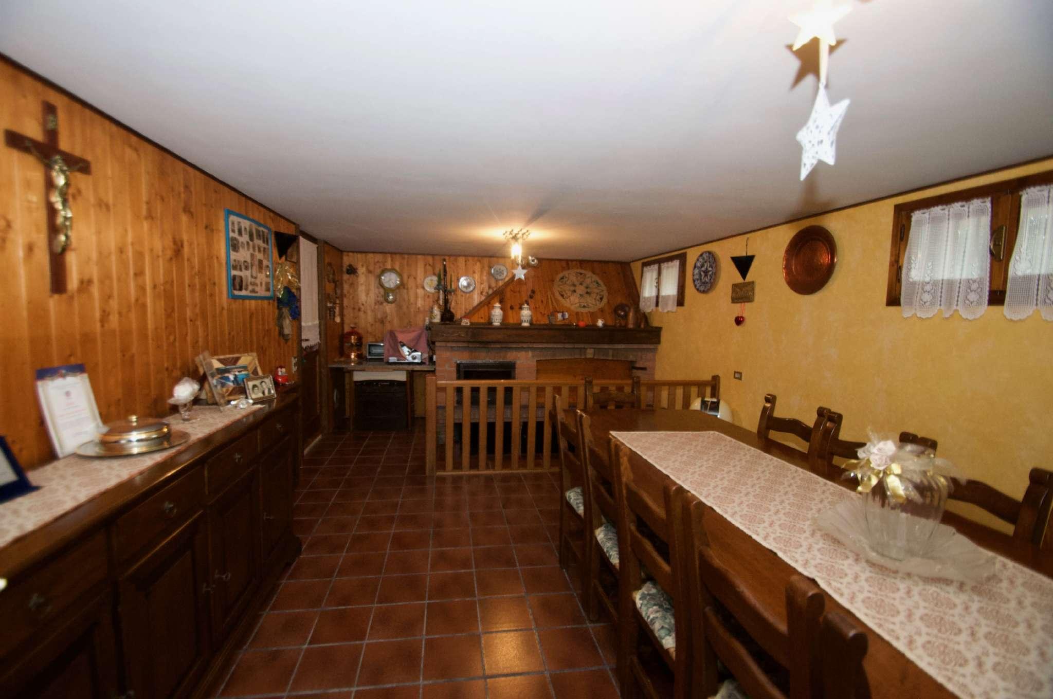 Villetta a schiera in buone condizioni parzialmente arredato in vendita Rif. 8747558