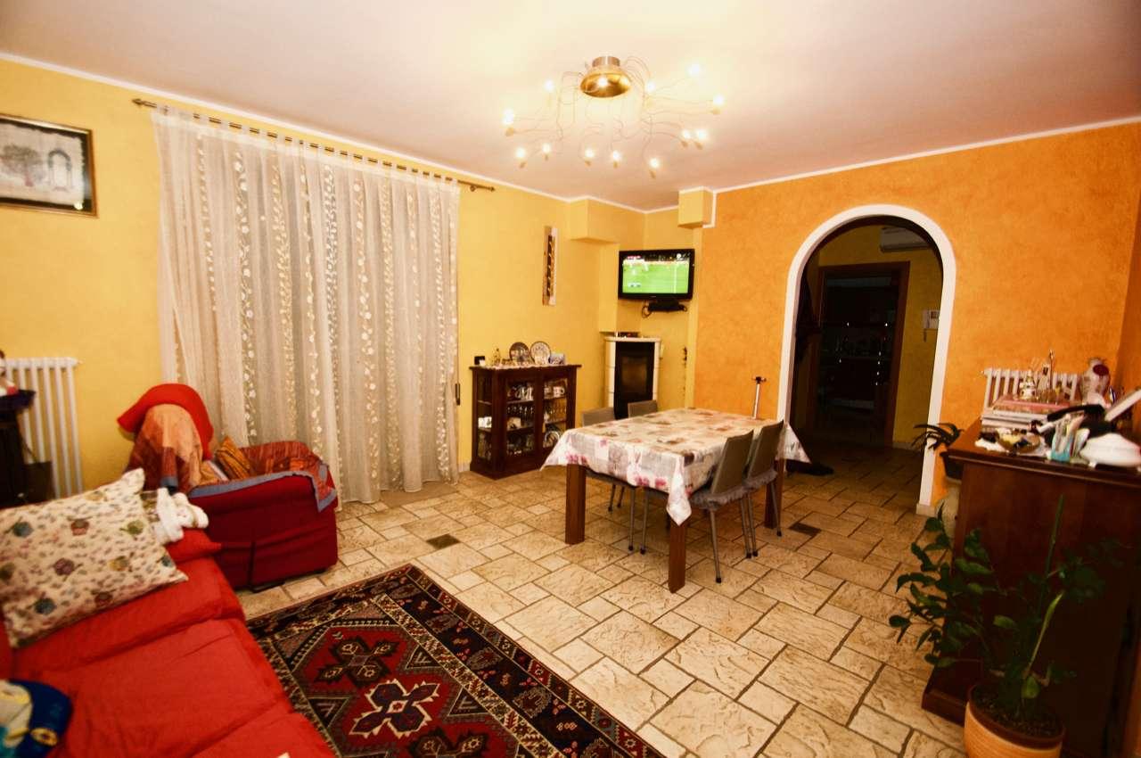 Appartamento in ottime condizioni in vendita Rif. 9291074