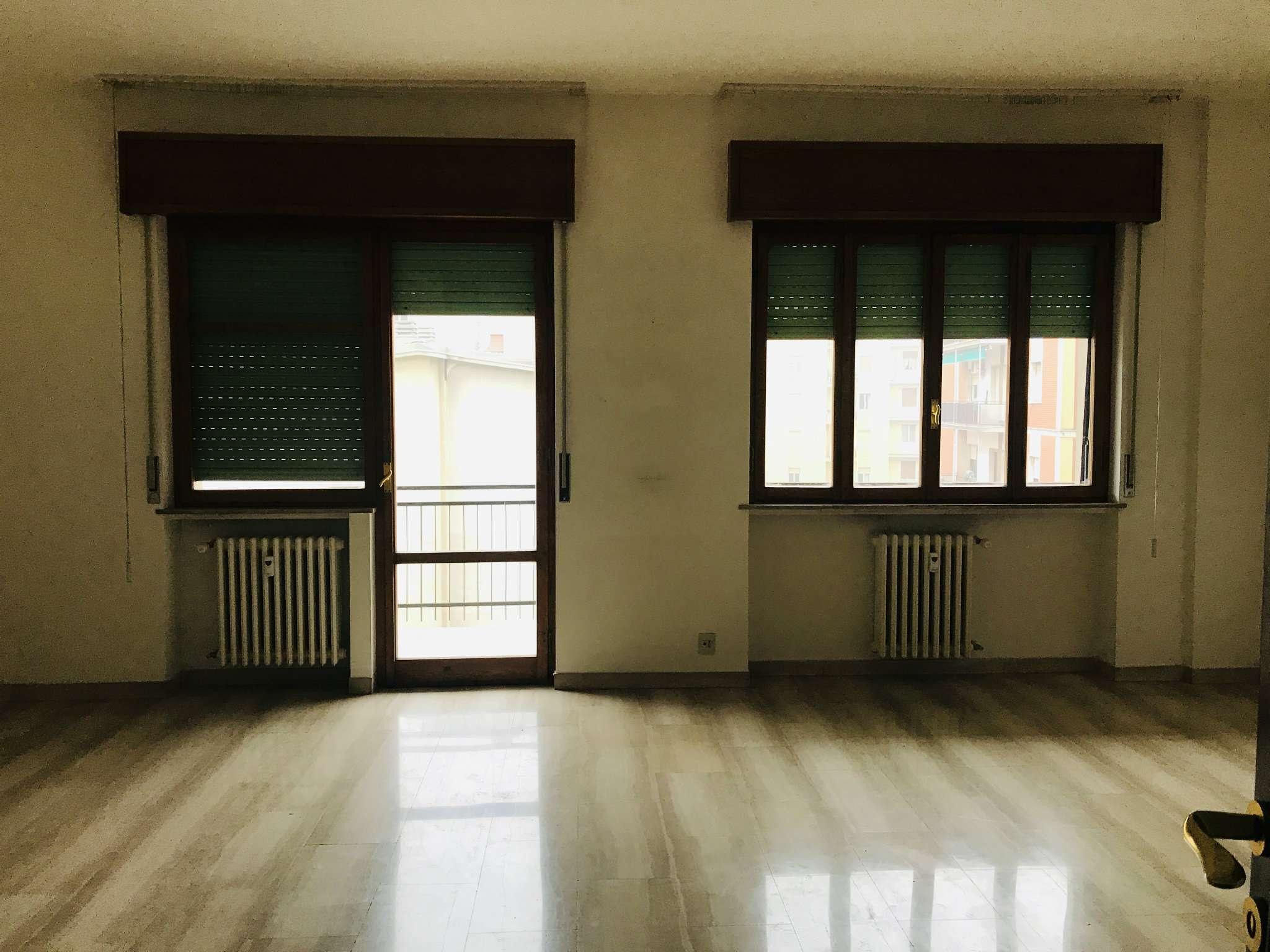 Appartamento in buone condizioni in vendita Rif. 9307762